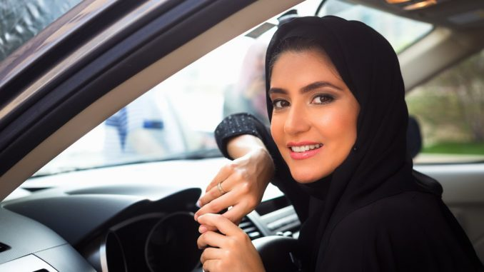 women sell car